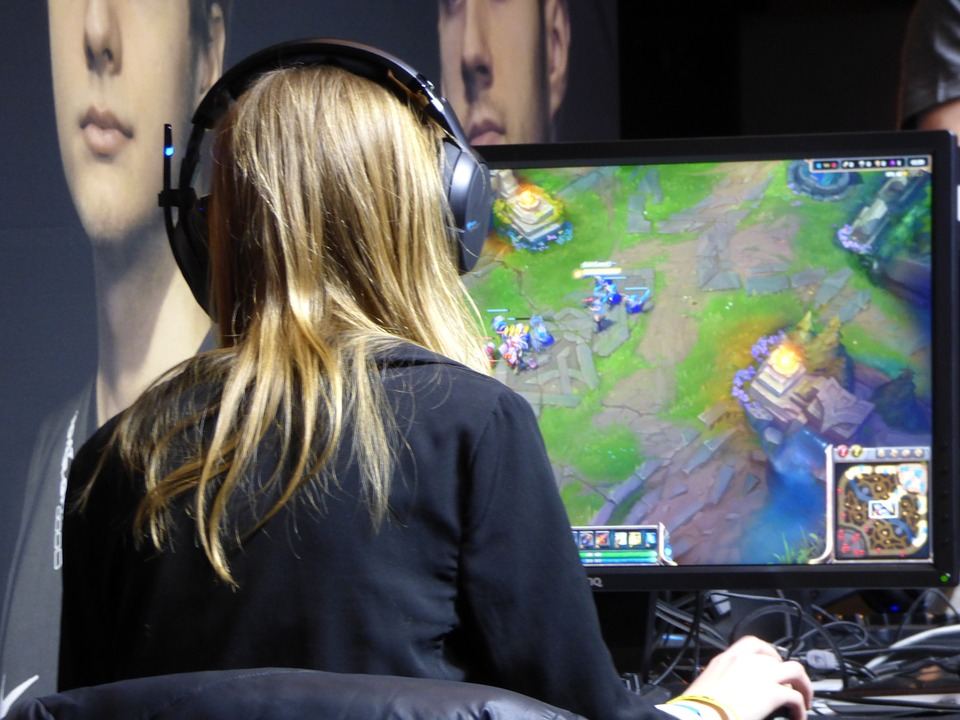 woman playing a game on a pc