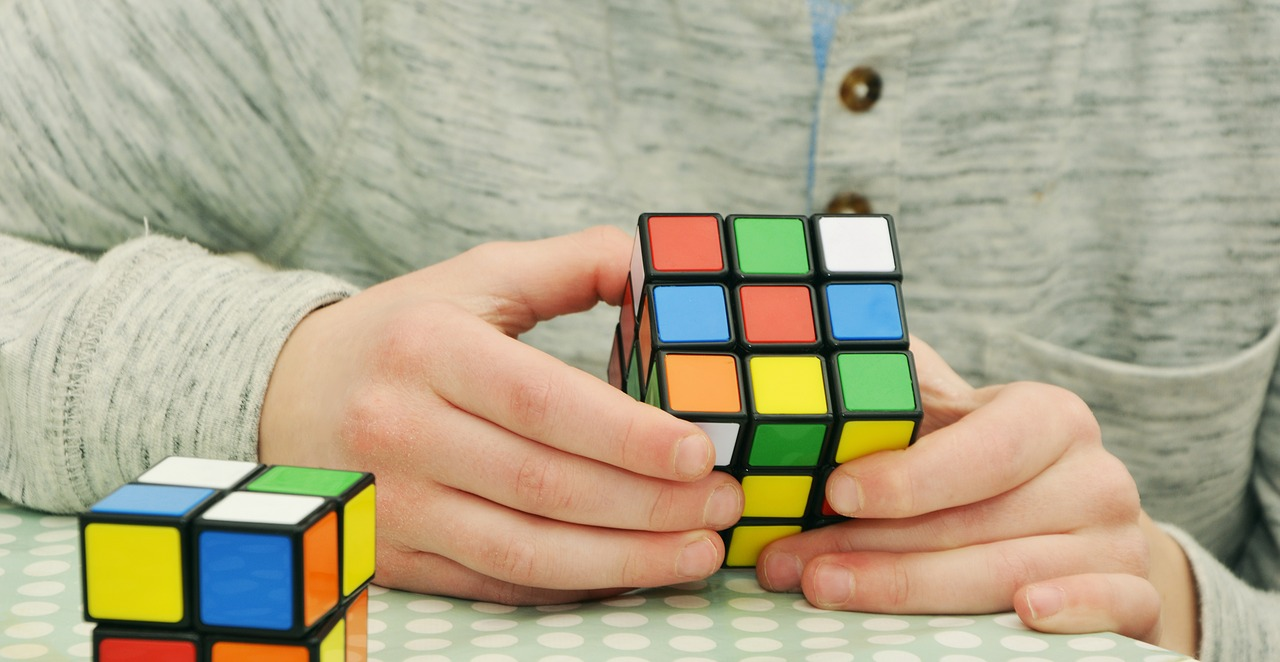 playing the rubik's cube